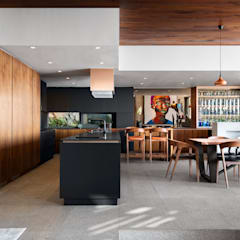 HOUSE SEALION | FRESNAYE:  Built-in kitchens by Wright Architects,