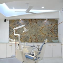 Roots Dental Clinic:  Walls by prarthit shah architects