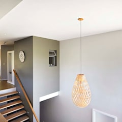 House in Simbithi, Ballito:  Corridor & hallway by John Smillie Architects