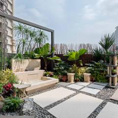 Tropical style balcony, porch & terrace by 大地工房景觀公司 Tropical
