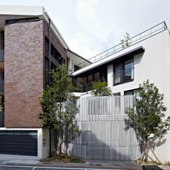 凸透設計事務所:  房子 by 凸透設計-光庭建設
