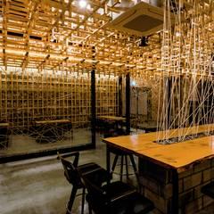 복합문화공간 - 카페 '마당': 내츄럴디자인컴퍼니의  바 & 카페
