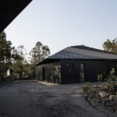 Buitenhuis door Studio 李心田心 스튜디오 이심전심 건축사 사무소