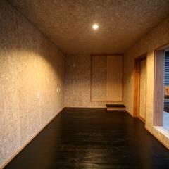 シンボルツリーのある家: 株式会社高野設計工房が手掛けた書斎です。