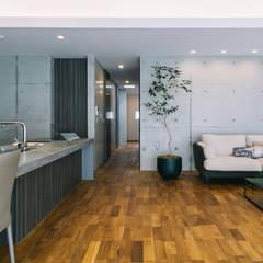 Living room by 株式会社クレールアーキラボ