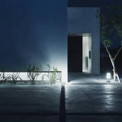 コートテラスのある家: 株式会社クレールアーキラボが手掛けた一戸建て住宅です。,オリジナル