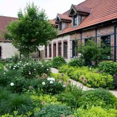 Country style garden by Daldrup Gärtner von Eden Country