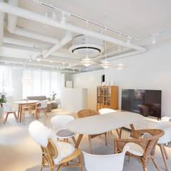 BK 디자인 스튜디오사무실: BK Design Studio의  사무실
