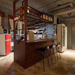 Bar & Klub  oleh BK Design Studio, Industrial