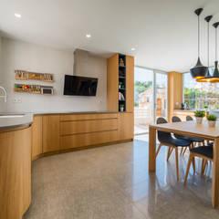 Reforma para Javi y Rosa: Cocinas de estilo  de Pablo Muñoz Payá Arquitectos