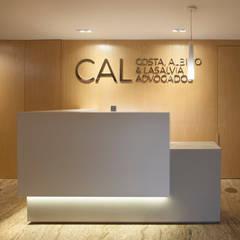 Edificios de oficinas de estilo  por Viviane Cunha Arquitetura