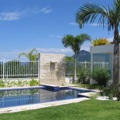 Piscinas de estilo  de Viviane Cunha Arquitetura