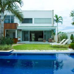 Garden Pool by Viviane Cunha Arquitetura