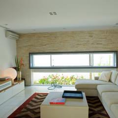 Casa LME Salas de estar clássicas por Viviane Cunha Arquitectura Clássico