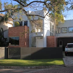 Villa door Viviane Cunha Arquitetura