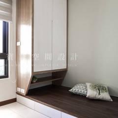 福馨建設-優活II/禾雅. Nordic:  嬰兒房/兒童房 by SING萬寶隆空間設計