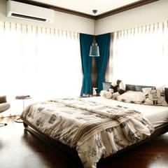 Small bedroom by Obaku Design, Modern