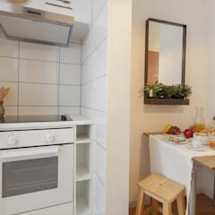 Small kitchens by Rafaela Fraga Brás Design de Interiores & Homestyling