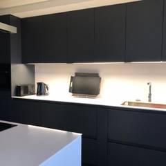 : Cozinhas  por MLeP - Marisa Lima Estudos e Projectos de Arquitectura Lda.,