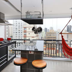 Small kitchens by INSIDE ARQUITETURA E DESIGN