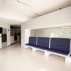 عيادات طبية تنفيذ Edgar Fuentes Arquitectos