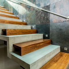 Stairs by GRUPO VOLTA, Modern کنکریٹ
