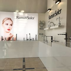 Galerías y espacios comerciales de estilo  por BARASONA Diseño y Comunicacion