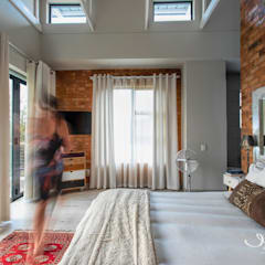 House JP - Pretoria:  Small bedroom by Jaco van Zyl Photography