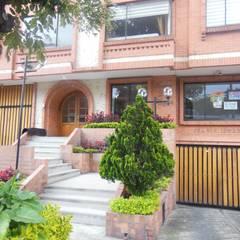 ATRACTIVO APARTAMENTO EN VENTA   1 HABITACIÓN, ESTUDIO, 2 BAÑOS, GARAJE & DEPÓSITO   PASADENA - BOGOTÁ: Casas de estilo  por AlejandroBroker