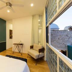 Casa   Diáfana: Recámaras pequeñas de estilo  por Taller Estilo Arquitectura