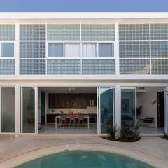 Nhà nhỏ by Taller Estilo Arquitectura