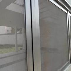 Garage Doors by AVANZA ARQUITECTOS