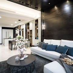 Captivating Chic:  Living room by Double Art Design Studio