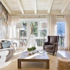 Salas / recibidores de estilo  por Fotointeriores S.L.
