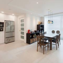 현대적인 고전미가 묻어나는 50평 아파트 인테리어 : 용인 수지구 대우 푸르지오: BK Design Studio의  주방,클래식