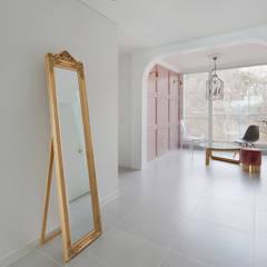 현대적인 고전미가 묻어나는 50평 아파트 인테리어 : 용인 수지구 대우 푸르지오 클래식스타일 다이닝 룸 by BK Design Studio 클래식