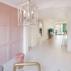 현대적인 고전미가 묻어나는 50평 아파트 인테리어 : 용인 수지구 대우 푸르지오: BK Design Studio의  다이닝 룸,클래식