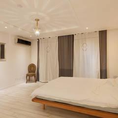 현대적인 고전미가 묻어나는 50평 아파트 인테리어 : 용인 수지구 대우 푸르지오: BK Design Studio의  침실,클래식