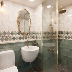 현대적인 고전미가 묻어나는 50평 아파트 인테리어 : 용인 수지구 대우 푸르지오: BK Design Studio의  욕실