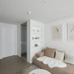 북유럽 풍 신혼집 인테리어 공간, 22평 작은 평수의 아파트 인테리어: BK Design Studio의  거실,북유럽