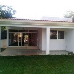 Nhà gia đình by DCA Arquitectura y Construccion