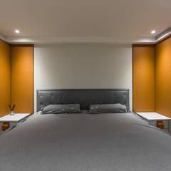 舊屋翻新帶有現代人文風的樓中樓:  小臥室 by 竹村空間 Zhucun Design