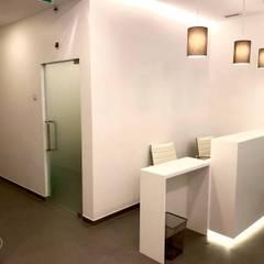 Clinica Dentária-Lisboa -Filipe Folque Obra 2016 Clínicas modernas por IA Arquitectura&Interiores Moderno