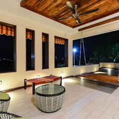 HOLIDAY HOME:  Bathroom by KR Associates