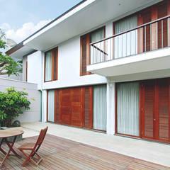 Sukamulya House:  Rumah by CV Berkat Estetika