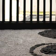 Q-House: Taman oleh CV Berkat Estetika, Tropis Batu
