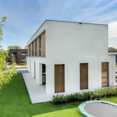 Villa Breda:  Villa door lab-R | architectenbureau