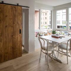 Built-in kitchens by Pin Estudio - Arquitectura y Diseño en Palencia, Eclectic