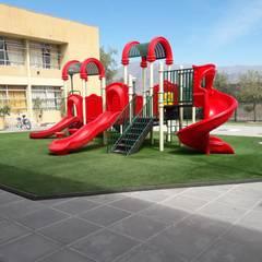 ADECUACIÓN DE ESPACIOS INFANTILES: Escuelas de estilo  por Assembling Center Games
