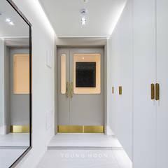 43PY 도곡렉슬 _ 수납공간으로 완성된 품격 있는 모던 아파트 인테리어: 영훈디자인의  복도 & 현관,모던